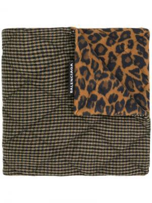 Houndstooth and leopard print scarf Balenciaga. Цвет: коричневый