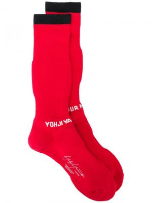 Носки с логотипом Yohji Yamamoto. Цвет: красный