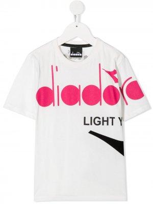 Футболка с короткими рукавами и логотипом Diadora Junior. Цвет: белый