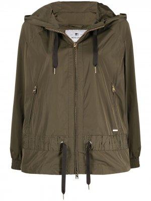 Куртка с капюшоном и кулиской Woolrich. Цвет: зеленый