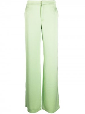 Расклешенные атласные брюки THE ANDAMANE. Цвет: зеленый