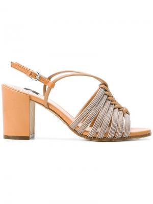 Босоножки на устойчивом каблуке Rodo. Цвет: нейтральные цвета