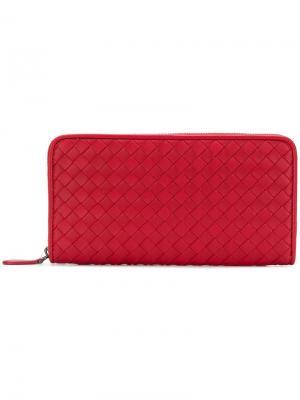 Кошелек с круговой молнией и плетением intrecciato Bottega Veneta. Цвет: красный