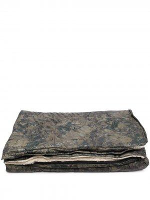 Камуфляжный спальный мешок из коллаборации с Voited Carhartt WIP. Цвет: зеленый