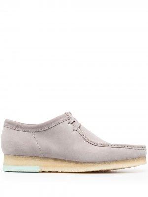 Топсайдеры на шнуровке Clarks Originals. Цвет: серый