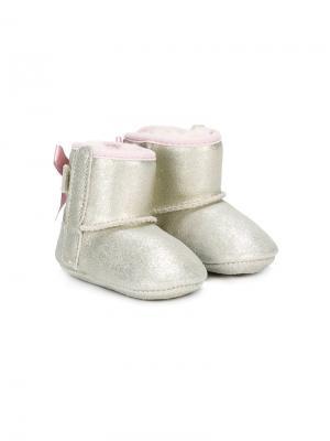 Блестящие угги-пинетки Jessi Bow II UGG Kids. Цвет: золотистый