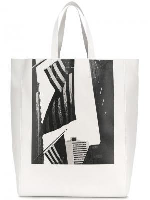 Сумка-тоут X Andy Warhol с принтом флага США Calvin Klein 205W39nyc. Цвет: белый