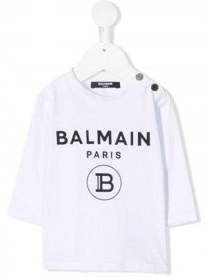 Топ с длинными рукавами и логотипом Balmain Kids. Цвет: белый