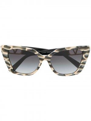 Солнцезащитные очки с логотипом VLogo Valentino Eyewear. Цвет: серый