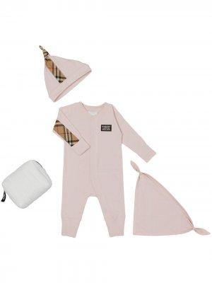 Комплект для новорожденного со вставками в клетку Burberry Kids. Цвет: розовый