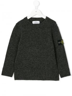 Пуловер с заплаткой логотипом Stone Island Junior. Цвет: серый