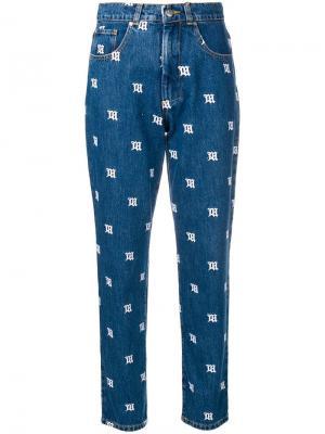 Зауженные джинсы со сплошной вышивкой с логотипами Misbhv. Цвет: синий