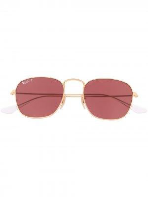 Солнцезащитные очки с затемненными линзами Ray-Ban. Цвет: золотистый