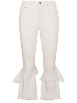 Укороченные расклешенные джинсы SJYP. Цвет: белый