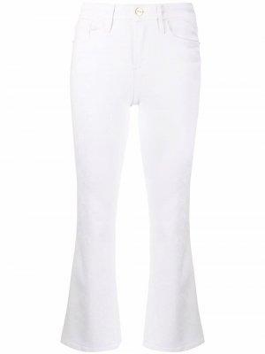 Укороченные джинсы bootcut FRAME. Цвет: белый