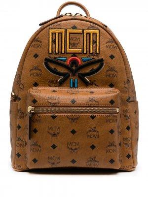 Рюкзак с вышивкой и логотипом MCM. Цвет: коричневый