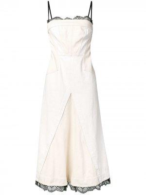 Джинсовое платье с кружевными фестонами Alexander McQueen. Цвет: нейтральные цвета