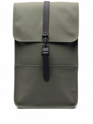 Прямоугольный рюкзак с застежкой-карабином Rains. Цвет: зеленый