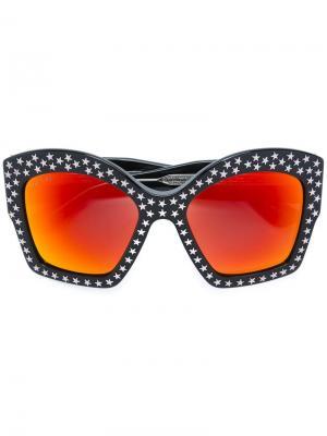 Солнцезащитные очки с массивной оправой Gucci Eyewear. Цвет: черный