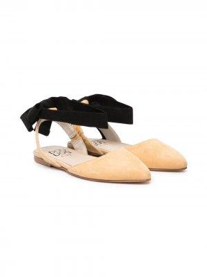 Туфли с заостренным носком и бантом Douuod Kids. Цвет: нейтральные цвета