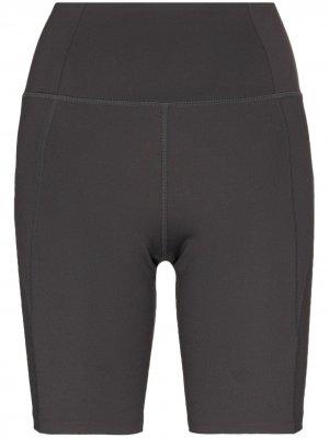 Компрессионные облегающие шорты Girlfriend Collective. Цвет: серый