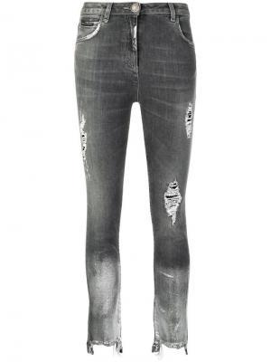 Джинсы с прорванными деталями Philipp Plein. Цвет: серый