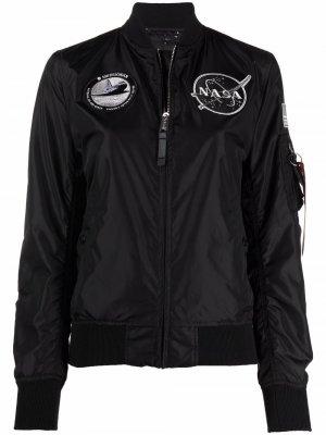 Куртка с нашивками NASA Alpha Industries. Цвет: черный