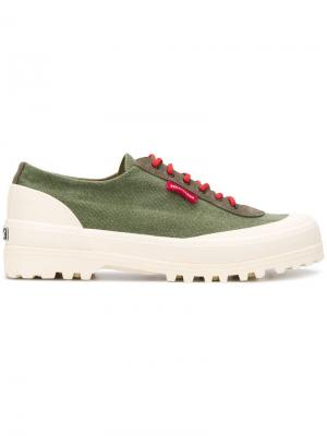 Кроссовки на шнуровке Superga. Цвет: зеленый