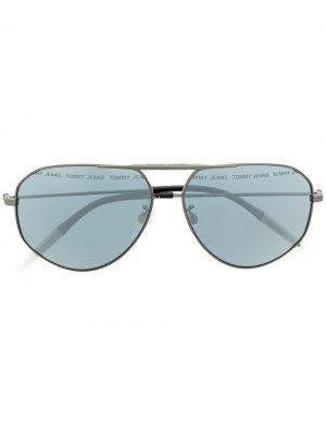 Солнцезащитные очки-авиаторы Tommy Jeans. Цвет: серый