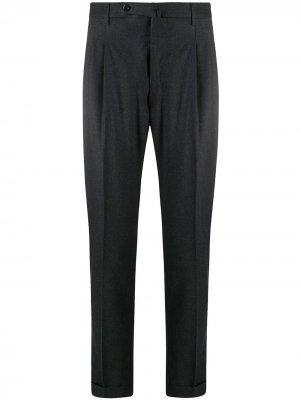 Зауженные брюки со складками Pt01. Цвет: серый