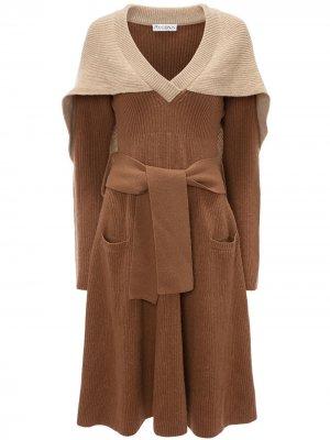 Трикотажное платье с кейпом JW Anderson. Цвет: нейтральные цвета