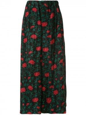 Ys укороченные брюки с цветочным принтом Y's. Цвет: черный
