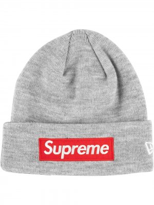 Шапка бини New Era с логотипом Supreme. Цвет: серый