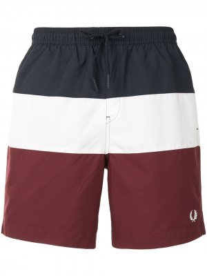 Плавки-шорты в стиле колор-блок Fred Perry. Цвет: красный