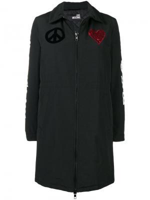 Утепленная куртка с аппликацией Love Moschino. Цвет: black