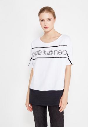 Футболка adidas Neo. Цвет: белый