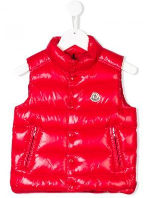 Пуховый жилет с заплаткой логотипом Moncler Kids. Цвет: красный