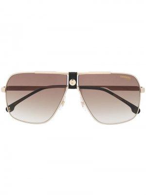 Массивные солнцезащитные очки Carrera. Цвет: золотистый