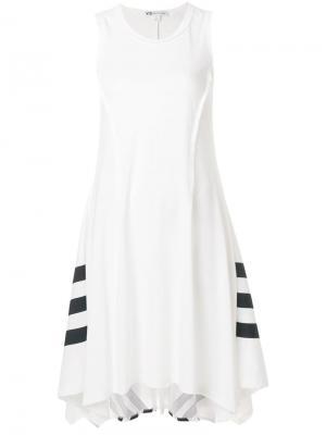 Платье в спортивном стиле с асимметричным подолом Y-3. Цвет: белый