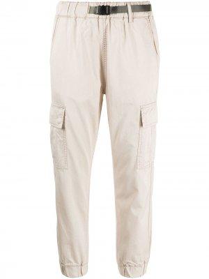 Зауженные брюки izzue. Цвет: коричневый