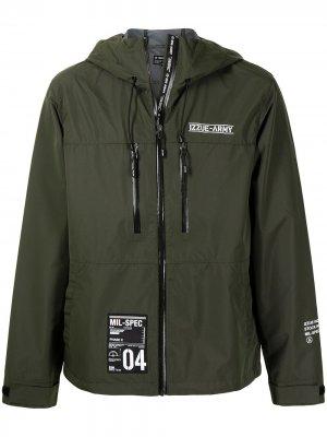 Куртка с капюшоном и логотипом izzue. Цвет: зеленый