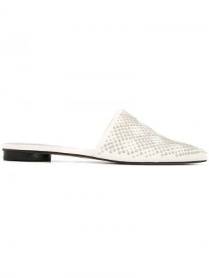 Мюли с заостренным носком на плоской подошве Dolce Vita. Цвет: белый