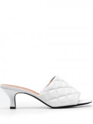 Стеганые мюли на низком каблуке Via Roma 15. Цвет: белый