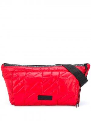 Стеганая поясная сумка Eastpak. Цвет: красный