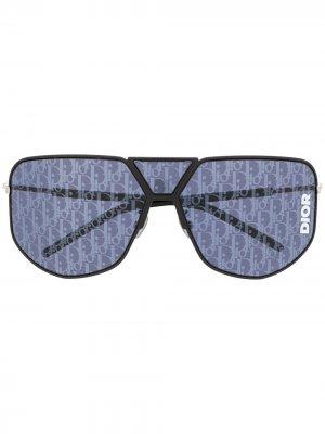 Солнцезащитные очки с тисненым логотипом Dior Eyewear. Цвет: черный