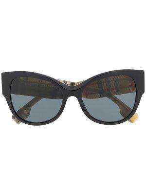 Солнцезащитные очки с оправой в клетку Burberry Eyewear. Цвет: черный