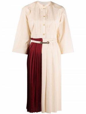 Платье-рубашка в стиле колор-блок с плиссировкой Ports 1961. Цвет: нейтральные цвета