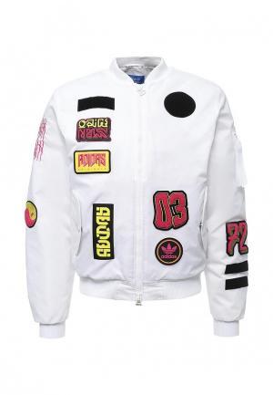 Куртка утепленная adidas Originals. Цвет: белый