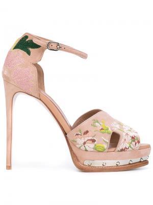 Босоножки на платформе с открытым носком Alexander McQueen. Цвет: розовый и фиолетовый