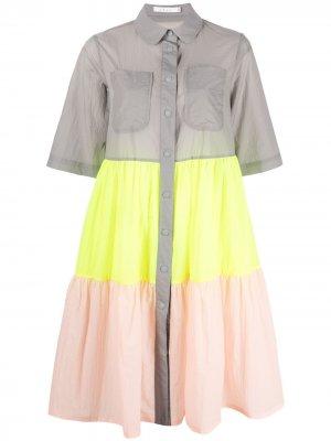 Ярусное платье-рубашка в стиле колор-блок Neul. Цвет: серый